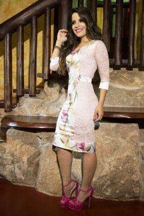 Vestido em Renda com Forro Detalhe Frente Estampada Kauly 2209