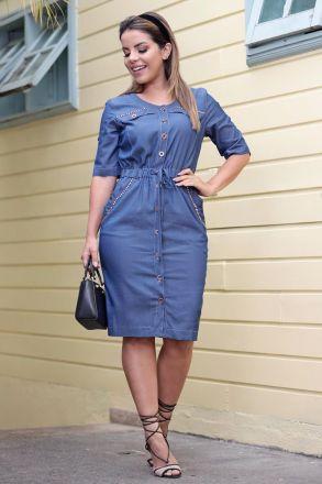 Vestido Jeans Leve com Abertura Frontal Detalhe Bordado Luciana Pais 92561