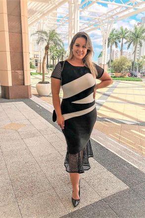 Vestido Plus Size em Malha 2 Cores com Recortes e Barra Moda Evangélica Kauly 2448