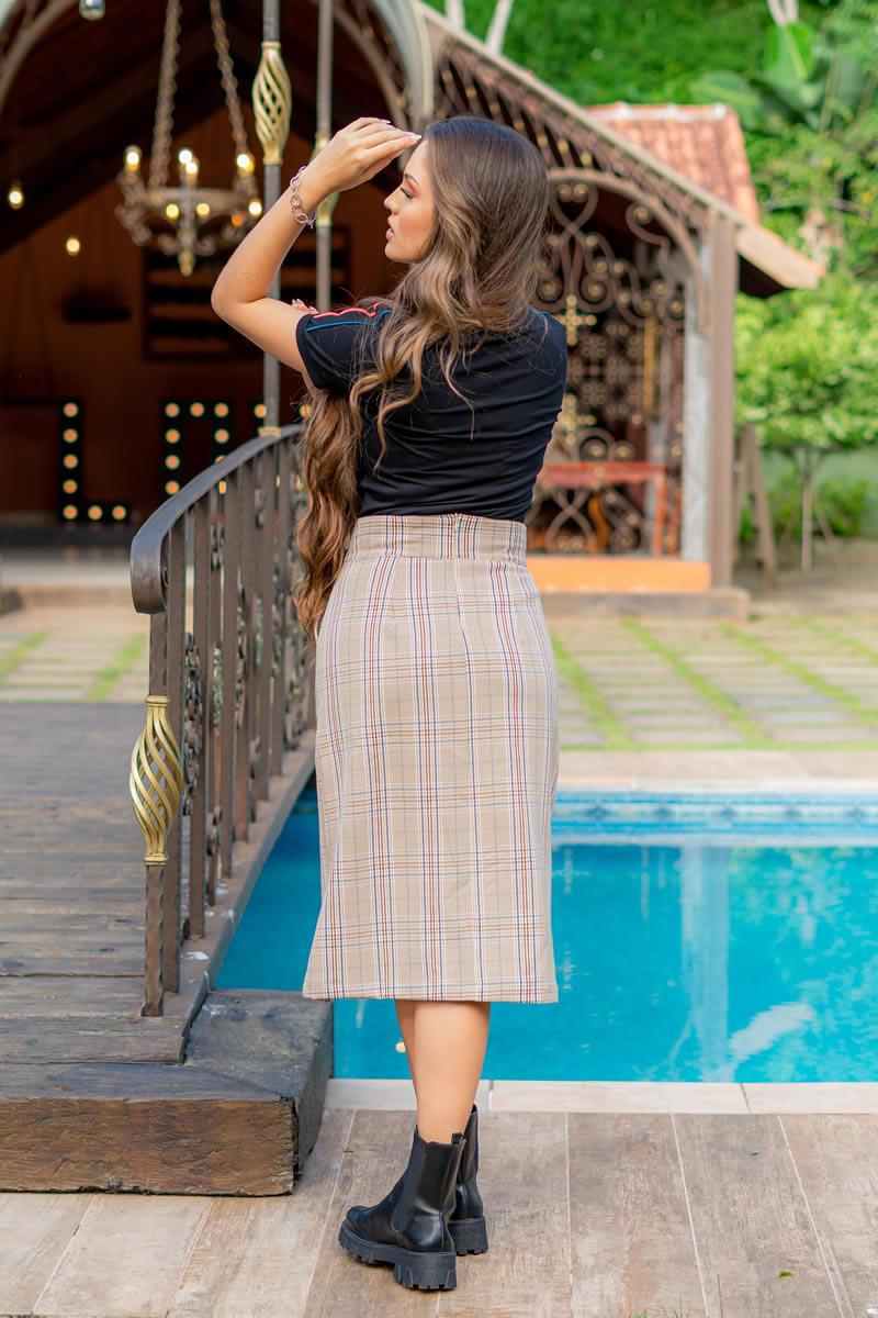 T-Shirt Luciana Pais Malha com Elastano Detalhes Vivos 93018 Preto