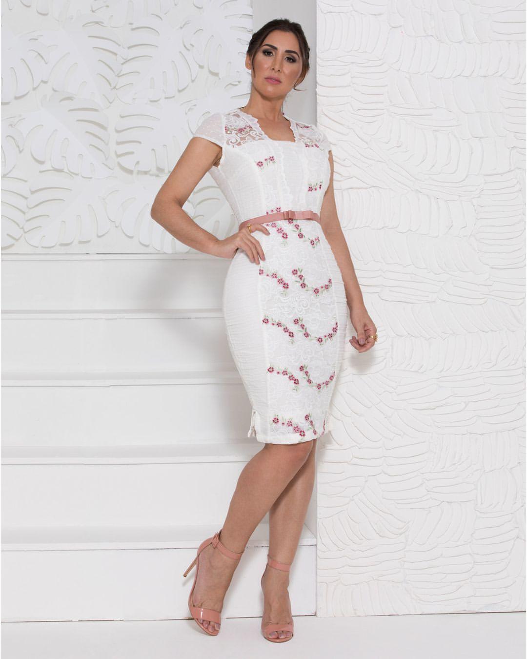 Vestido de Renda Trabalhada Cinto Rose CR