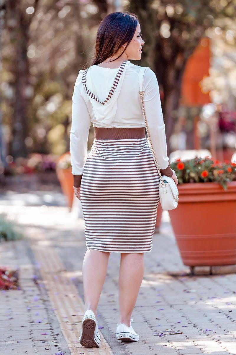 Vestido Malha Crepe Detalhes em Retilínea e Capuz Luciana Pais 92780 Marrom