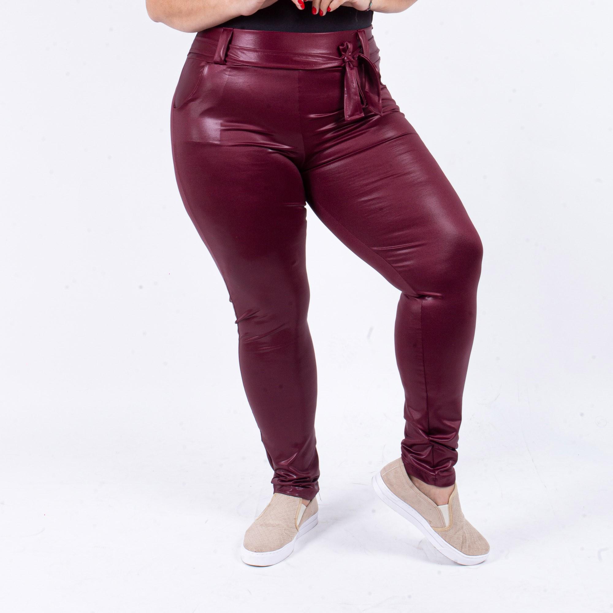 Calça Feminina Couro Fake Com Cinto Vinho Plus Size