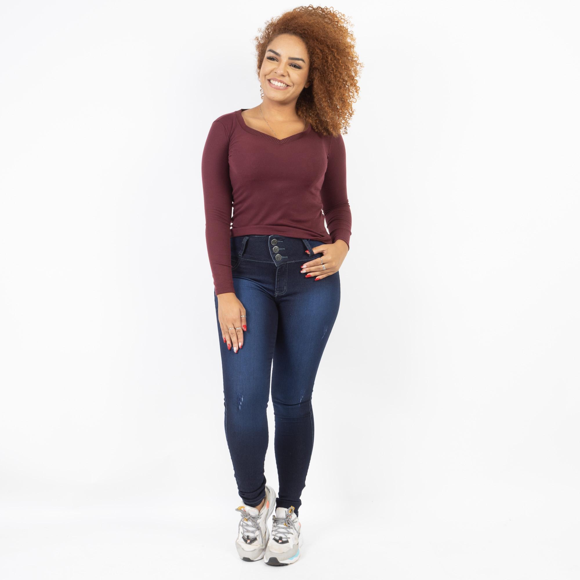 Calça Jeans Três Botões Com Puídos