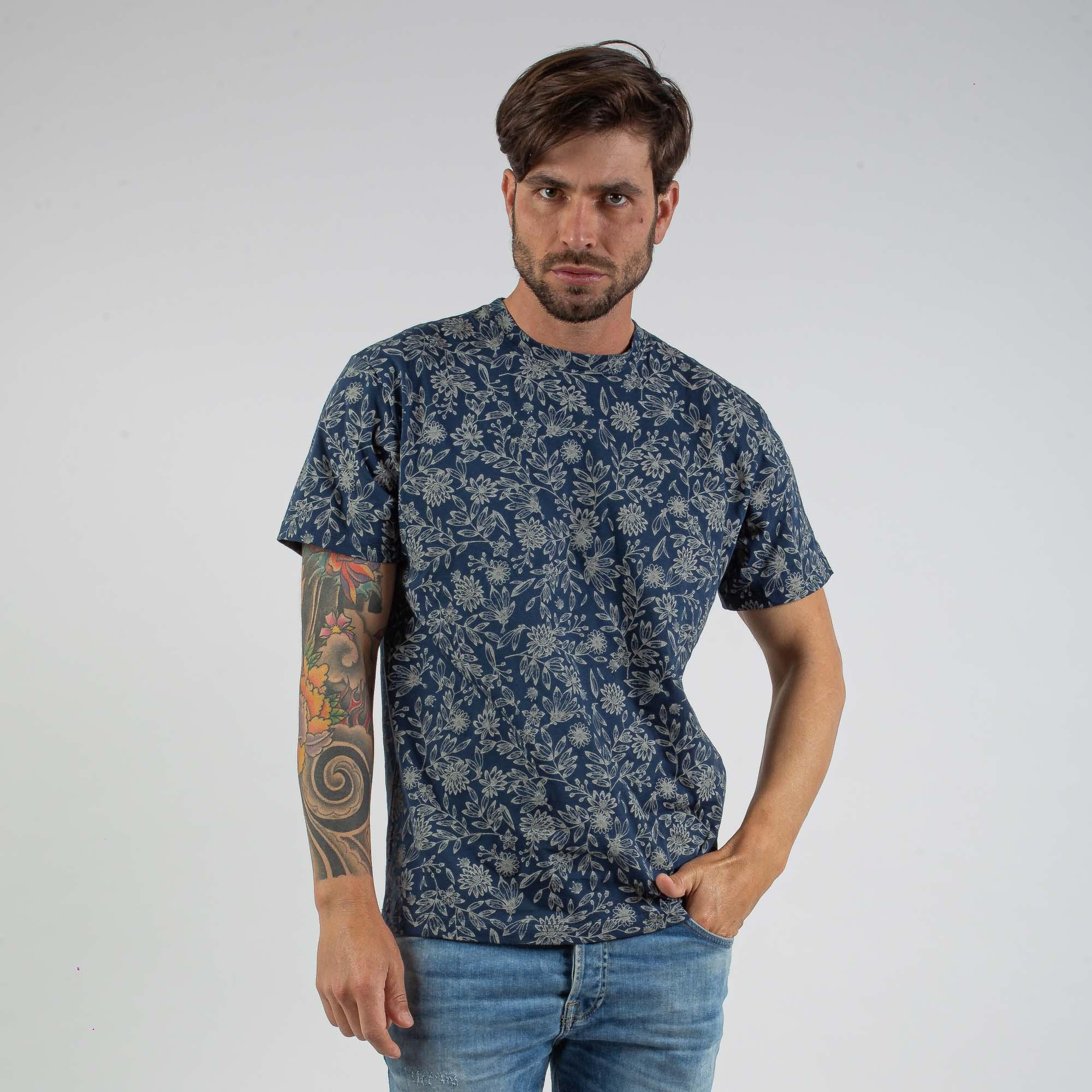 Camiseta Masculina Azul Escuro Estampa Floral