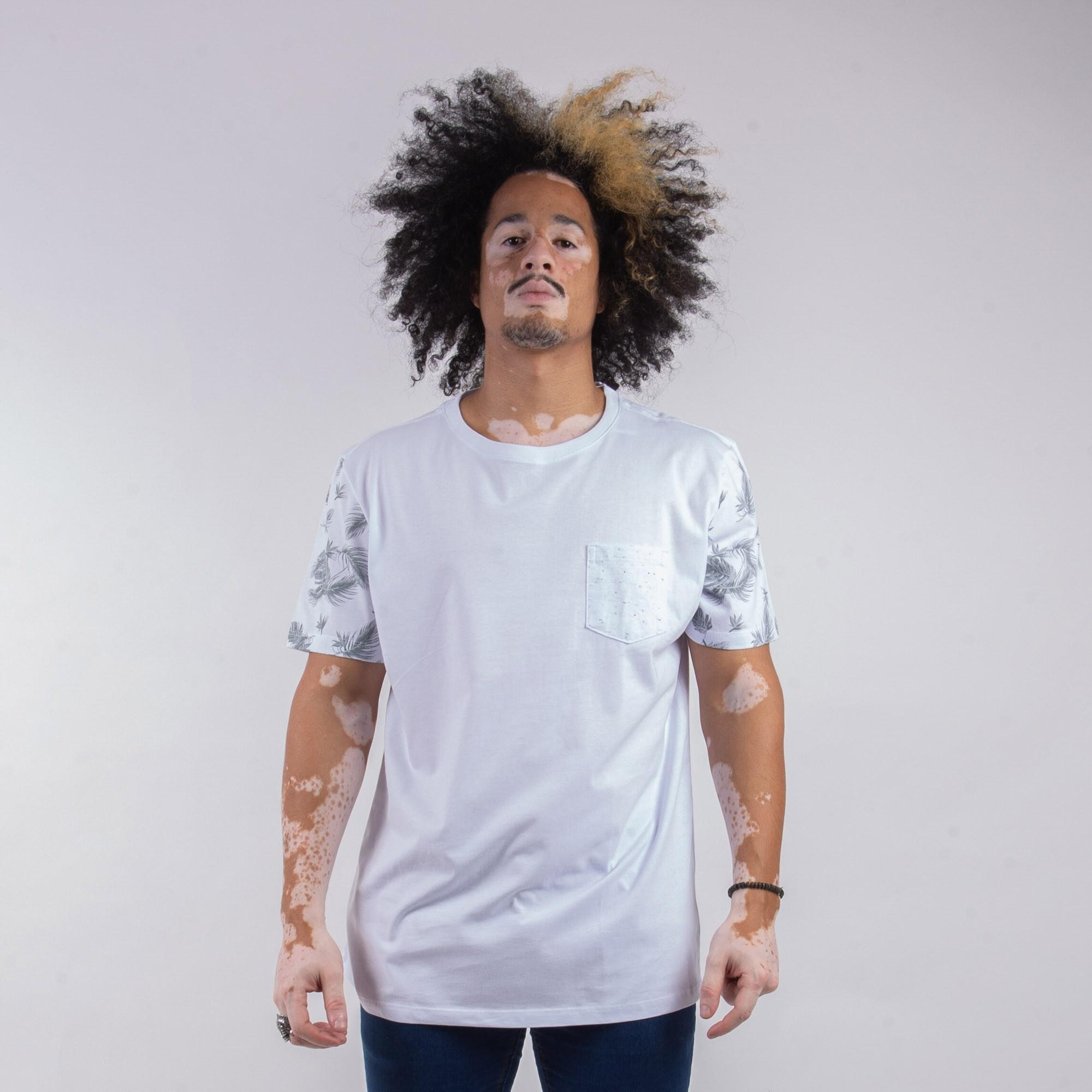 Camiseta Masculina Branca Com Bolso