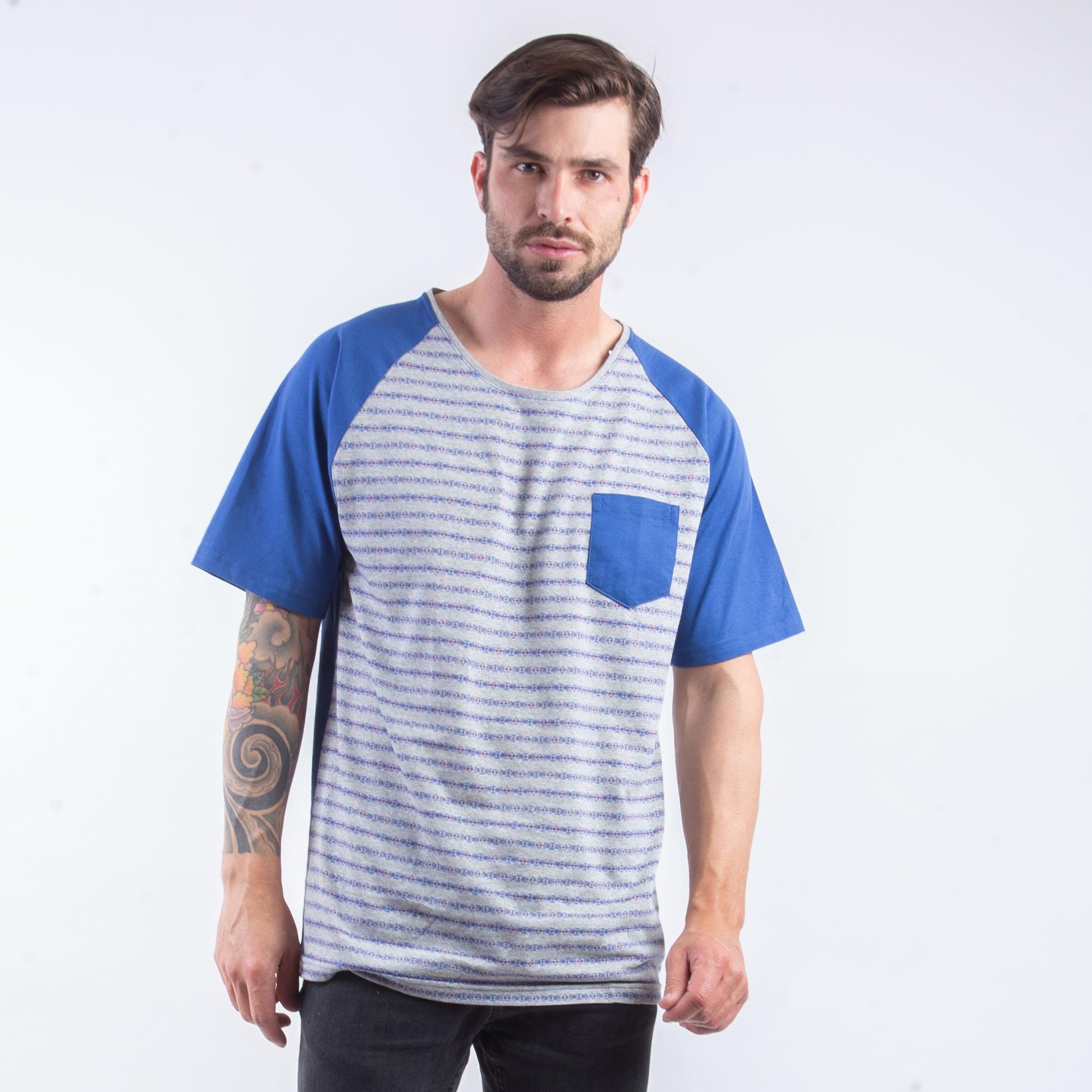 Camiseta Masculina Cinza E Azul Com Bolso