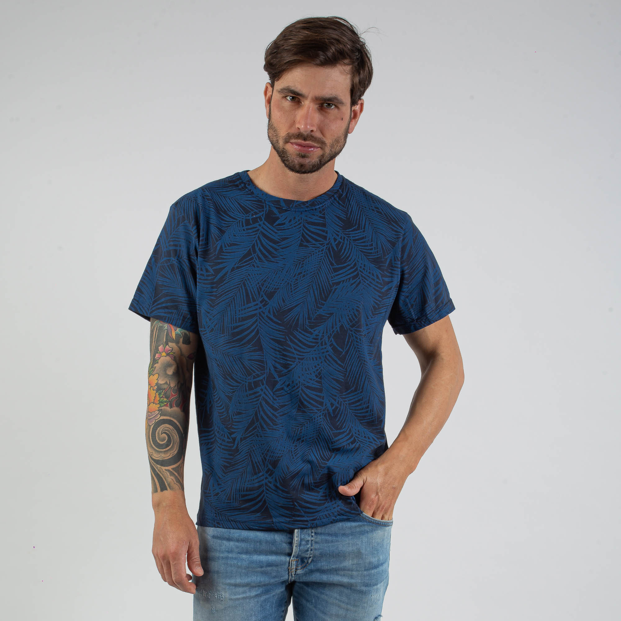 Camiseta Masculina Estampada Folhas Azul