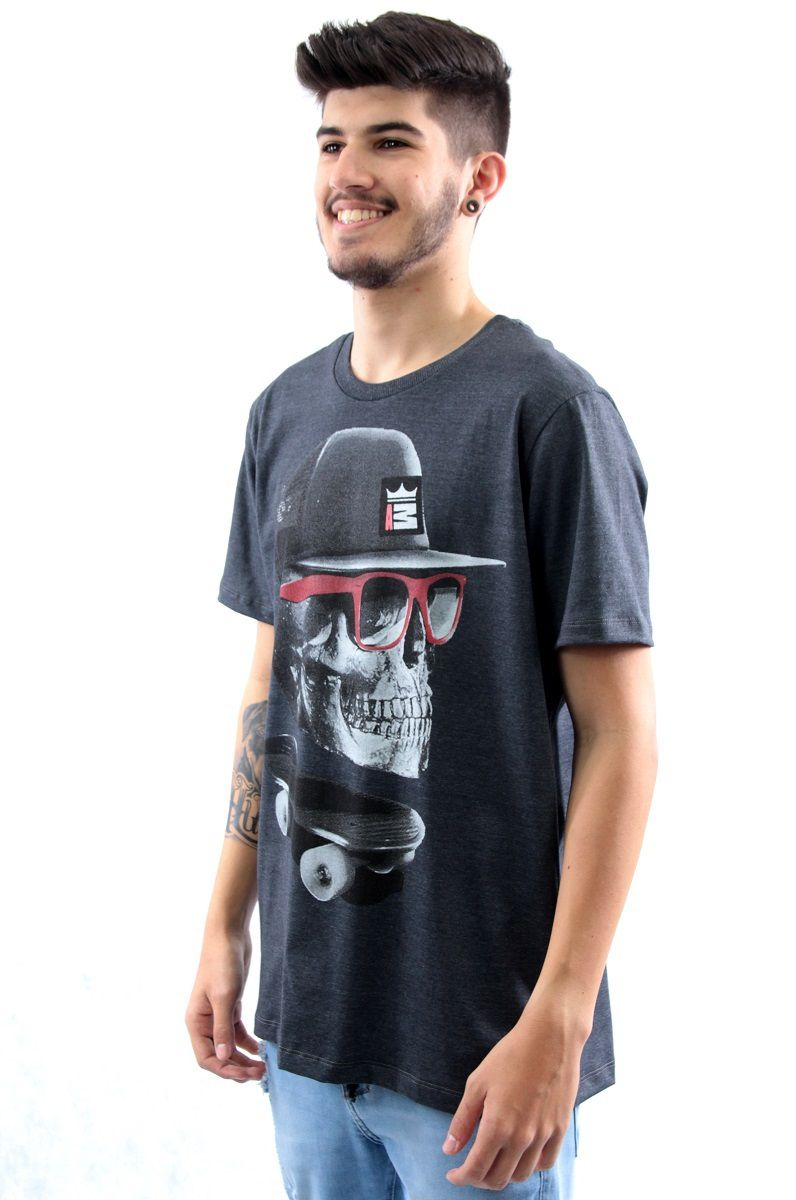 Camiseta Manga Curta Estampa Caveira Skate Arquitetura da Moda Masculino -  Preto 6a9e2e082f6