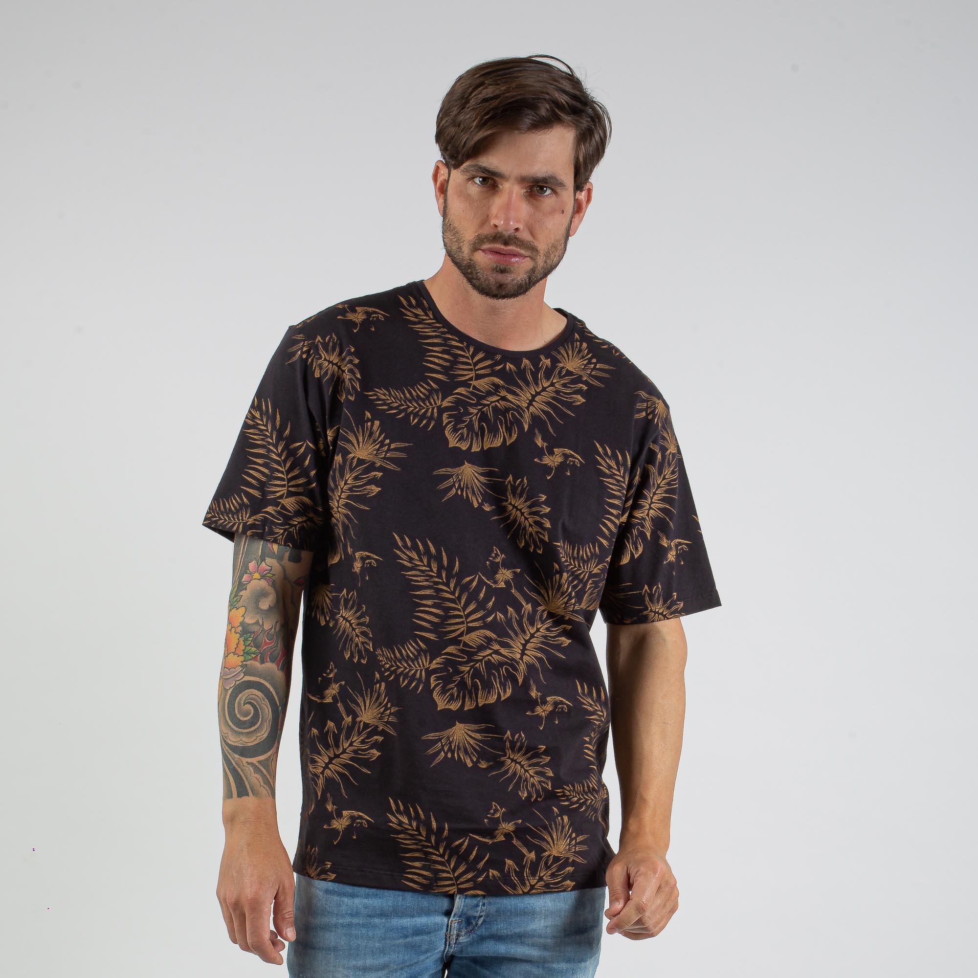 Camiseta Masculina Preta Com Estampa Folhas