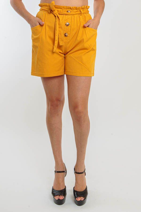 Short Curto Amarelo Com Botões