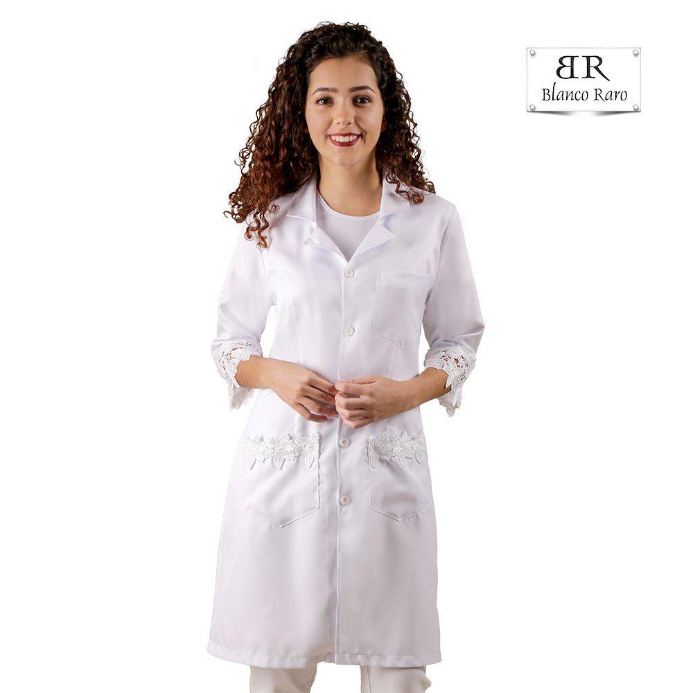 Jaleco feminino Branco com Renda Guipir Bordada Acinturado manga três quartos