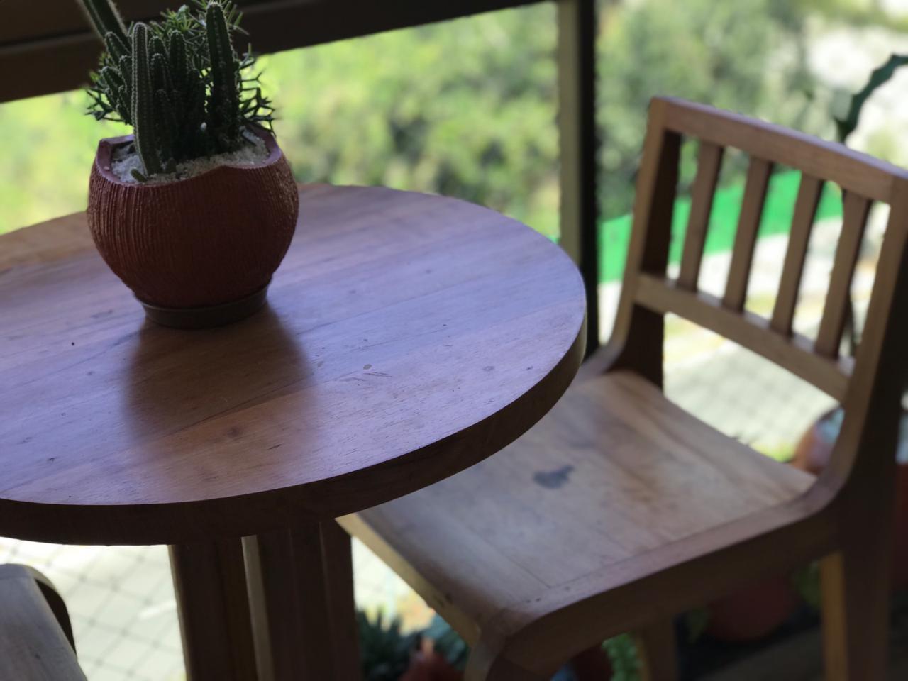 Banqueta Alta Para Bar De Demolição Modelo Campos do Jordão - Em Madeira Selecionada