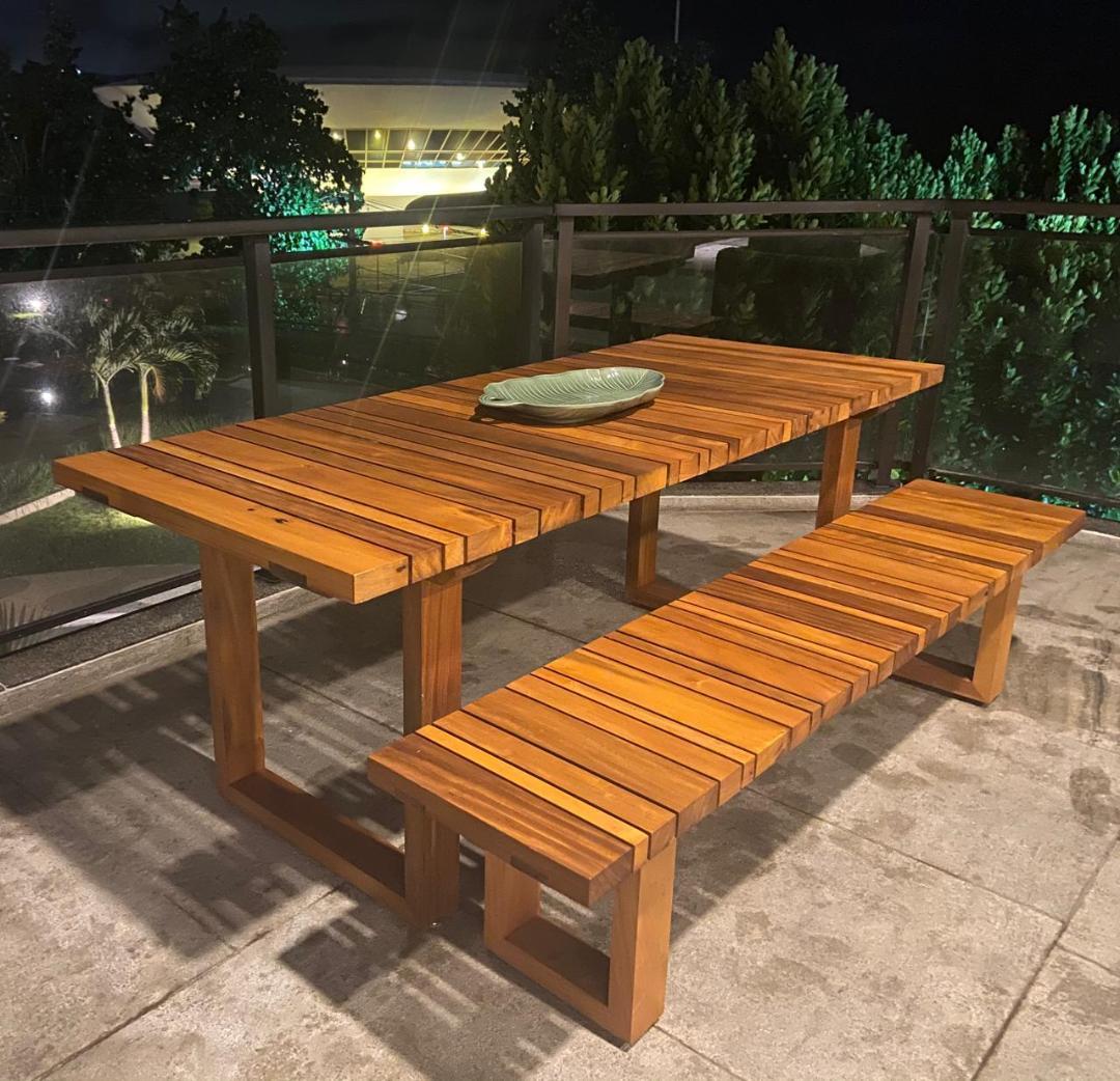 Conj. Mesa de Jantar 2,10 X 1,00 e Banco 2,10 X 0,40 de Demolição Modelo Geribá - Em Madeira Selecionada