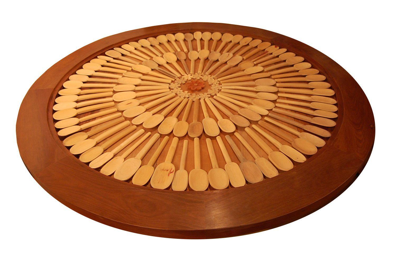Mesa de Jantar Redonda De Demolição Modelo Mandala de Colheres - 1,60 X 0,78 - Tampo Trabalhado - Em Madeira Selecionada