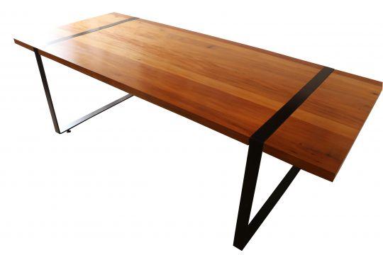 Mesa de Jantar Retangular Modelo Leblon - 1,80 X 90 X 75 - Pés em Ferro - Em Madeira Selecionada
