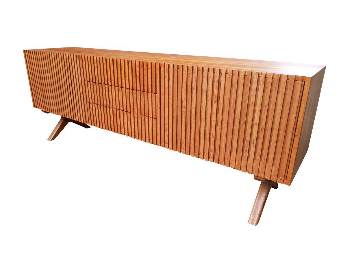 Rack / Buffet de Demolição Modelo Ibirapuera - Portas Riparas - 03 Gavetas Centrais e Pés Trabalhados - Em madeira Selecionada