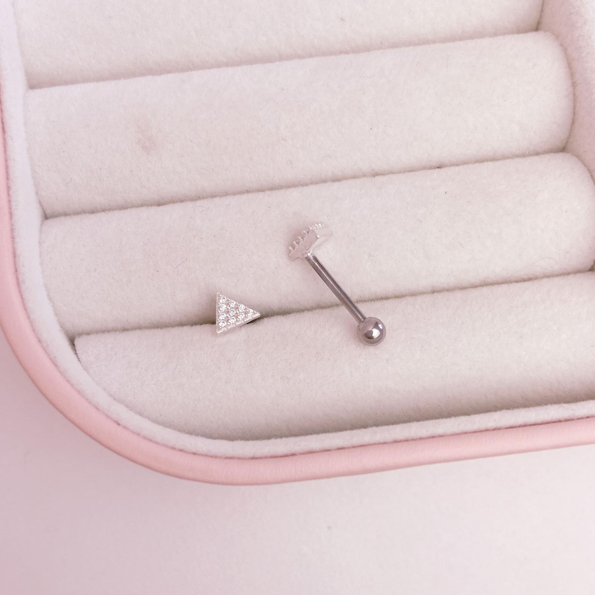 Piercing Cravejado Trágus Prata 925 Aço Cirúrgico Triângulo