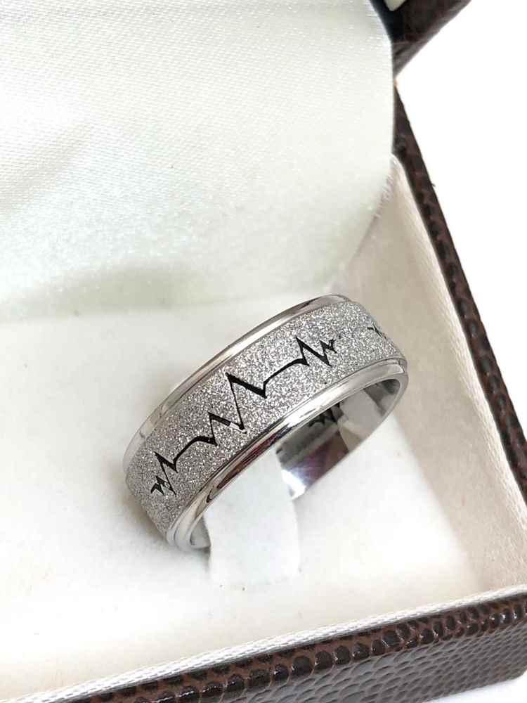 Anel aliança em aço inoxidável batimentos cardiacos prata 8mm