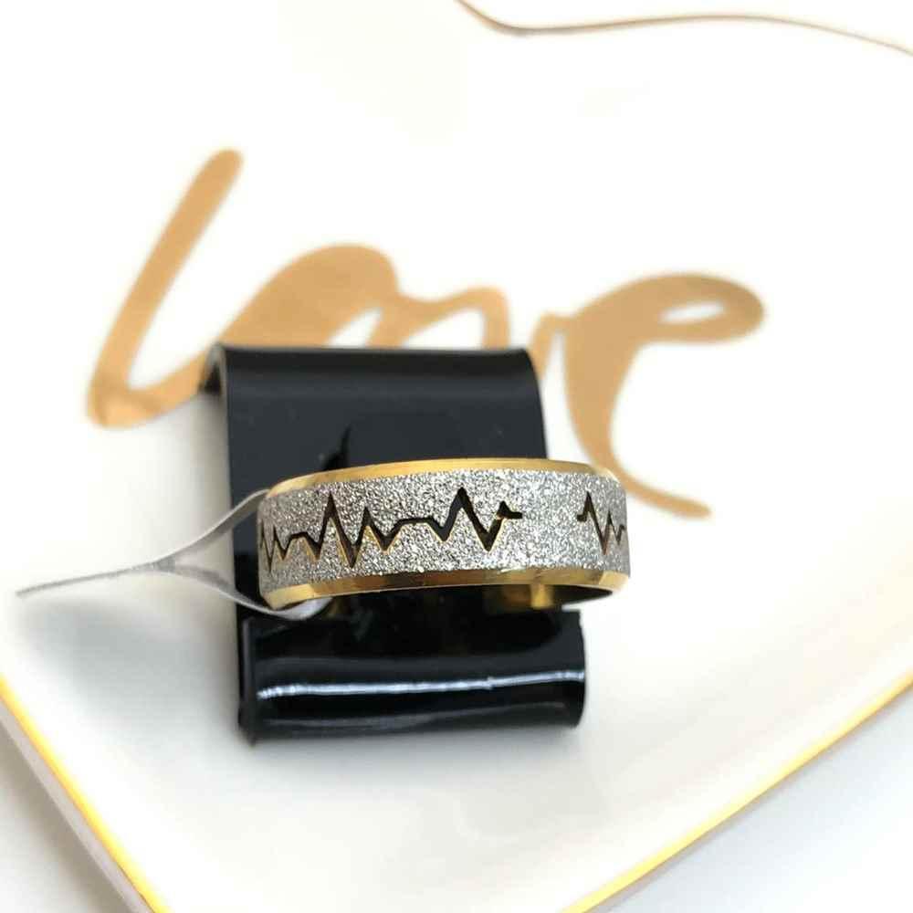 Anel aliança em aço inoxidável coração batimentos cardiacos prata e dourado 8mm