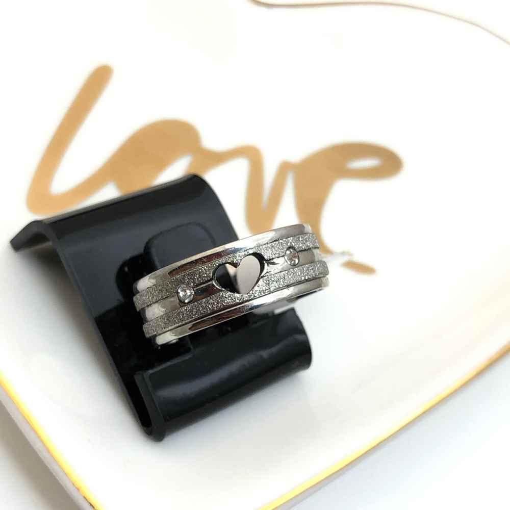 Anel aliança em aço inoxidável coração e pedrinha prata 8mm