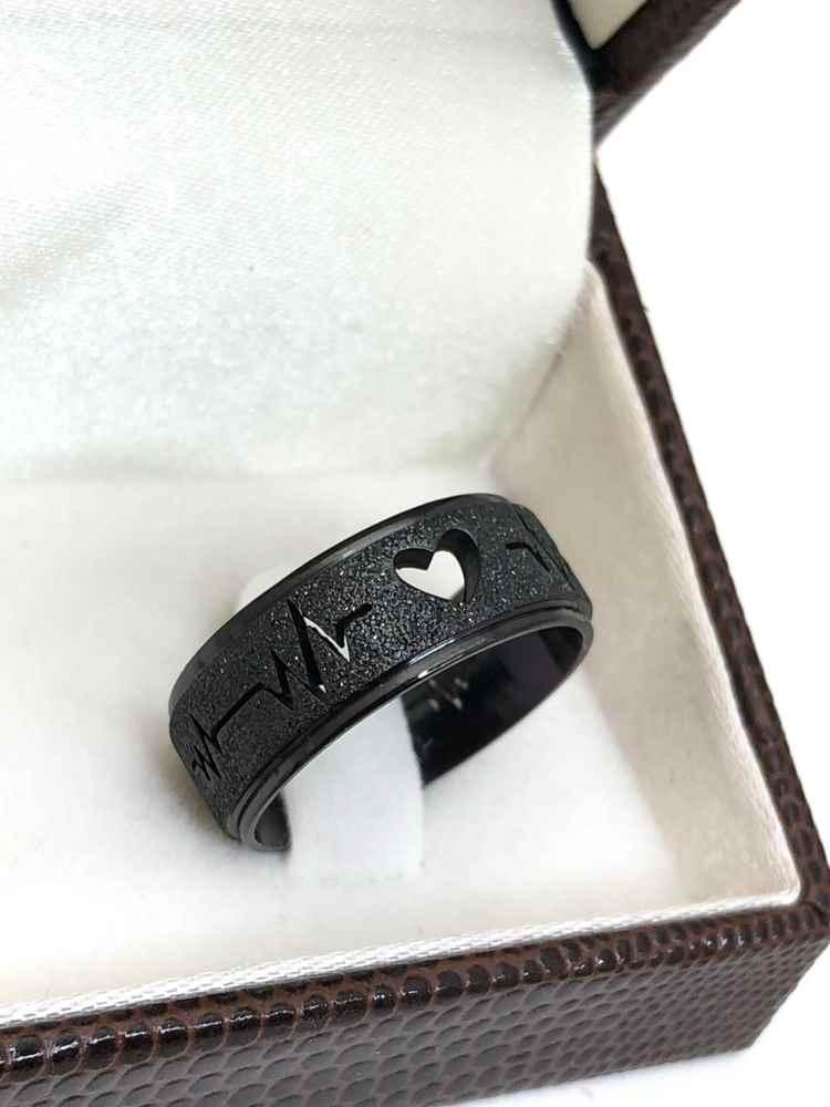 Anel aliança preta coração e batimento em aço inoxidável 8mm