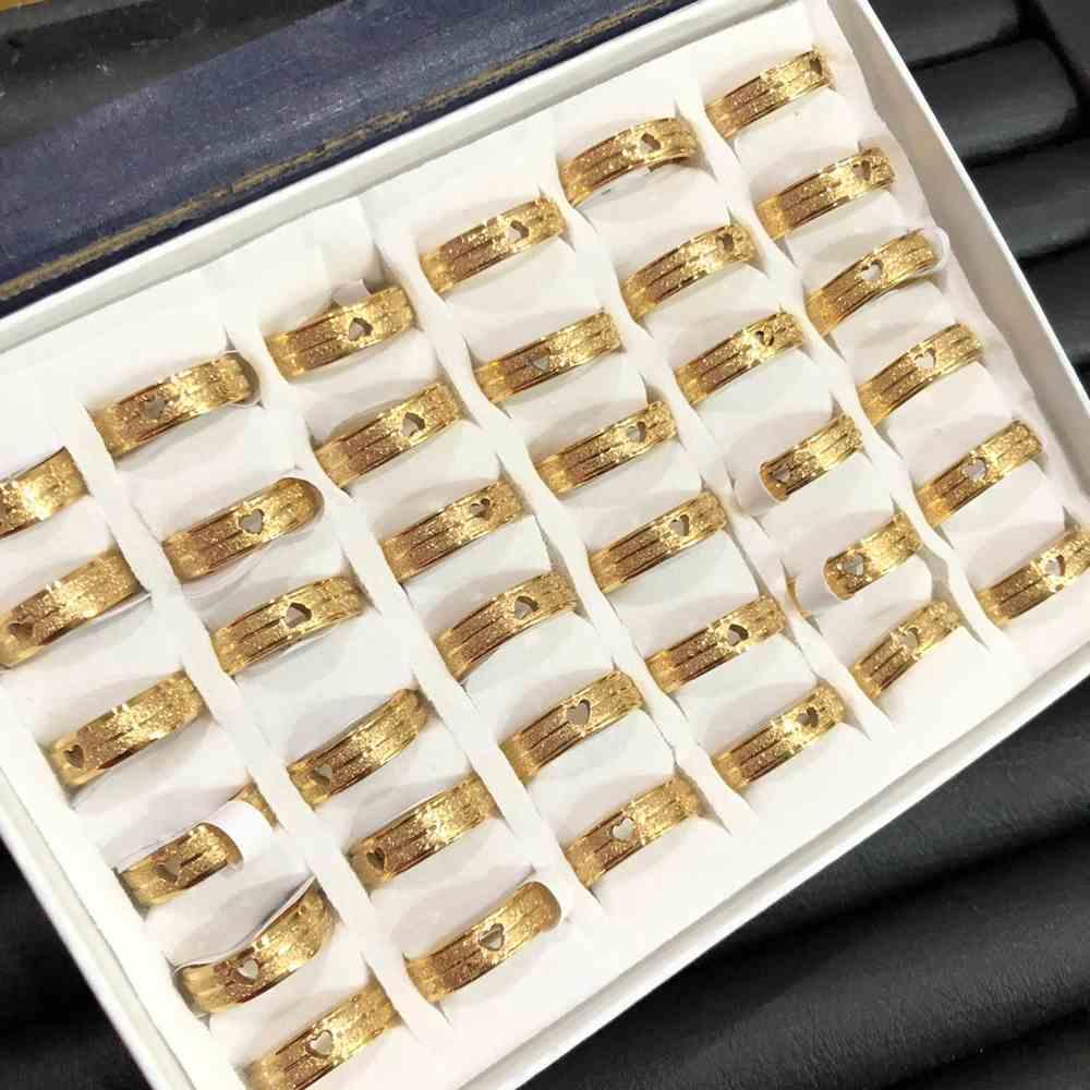 Anel alianças 6mm dourada com coração jateada com brilho 316L caixa com 36 unidades alianças atacado
