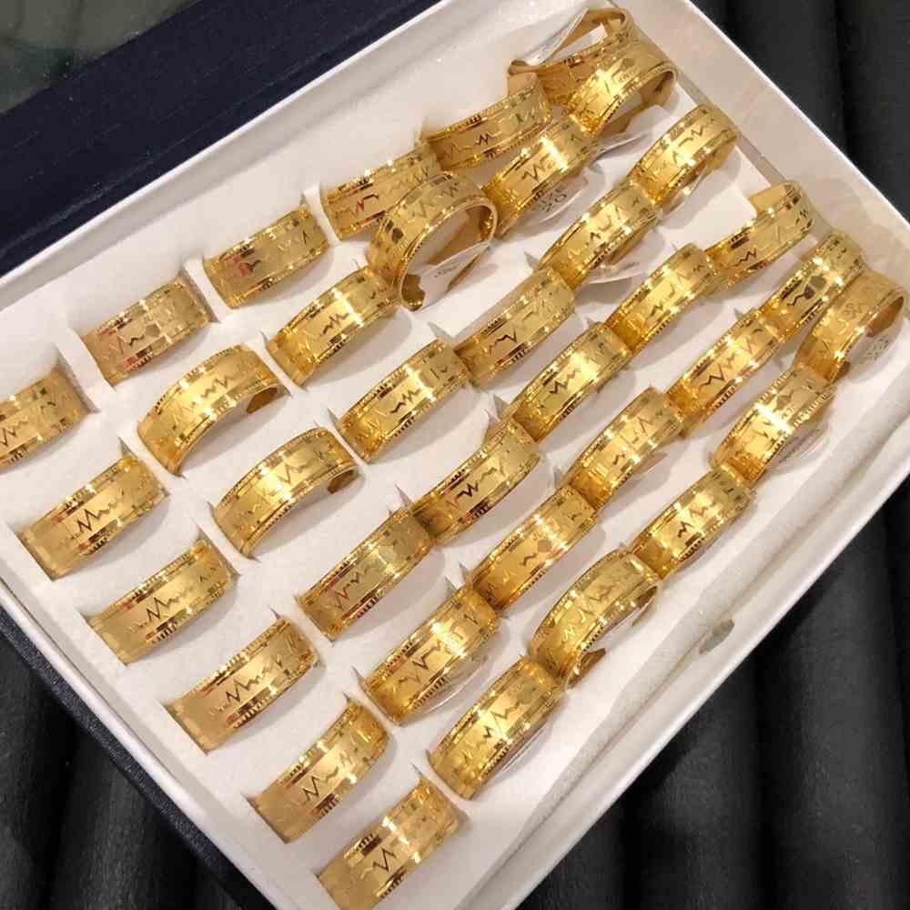 Anel alianças 8mm dourada com coração e batimentos aço inoxidável 316L caixa com 36 unidades alianças atacado