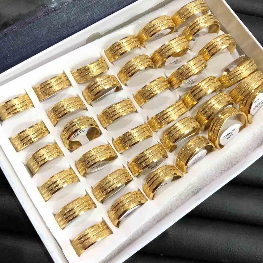 Anel alianças 8mm dourada jateada com dois frisos aço inoxidável 316L caixa com 36 unidades alianças atacado