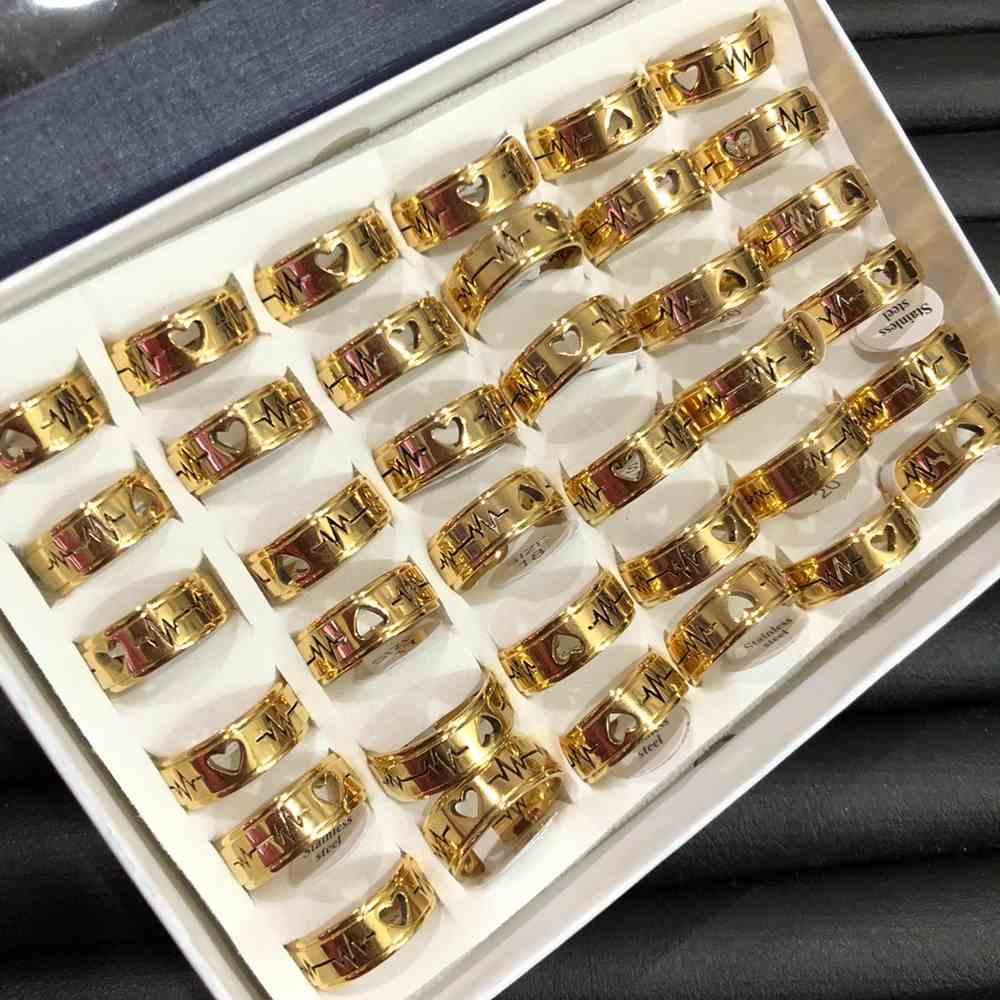 Anel alianças 8mm dourada lisa polida com coração e batimentos aço inoxidável 316L caixa com 36 unidades alianças atacado
