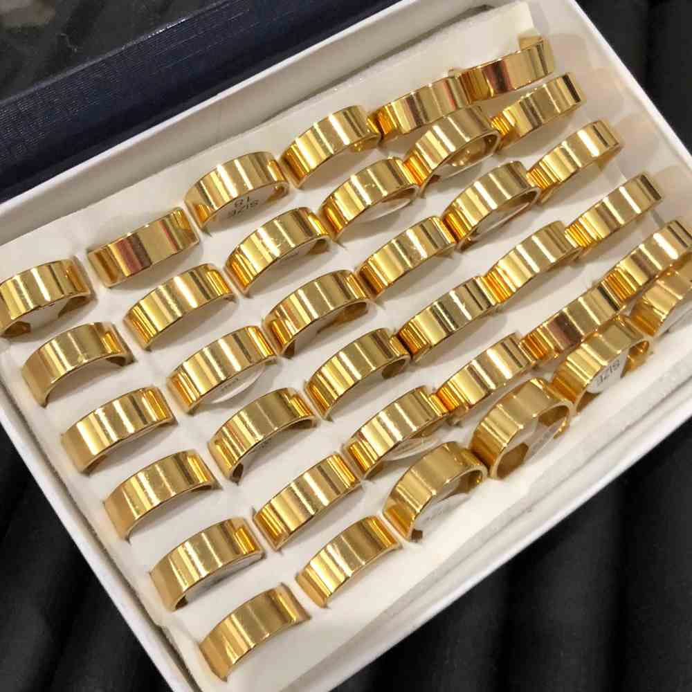 Anel alianças 8mm dourada quadrada lisa polida aço inoxidável 316L caixa com 36 unidades alianças atacado