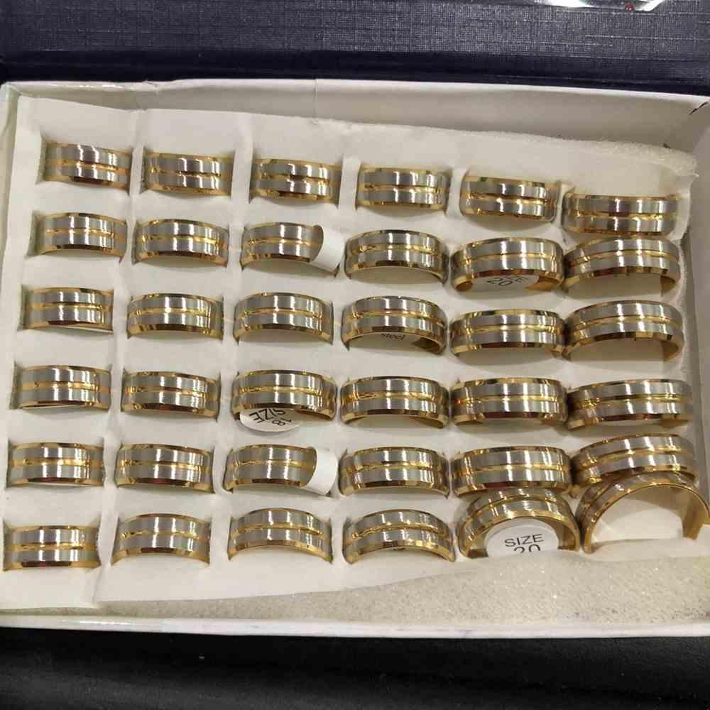 Anel alianças 8mm prata escovada com friso dourado aço inoxidável 316L caixa com 36 unidades alianças atacado