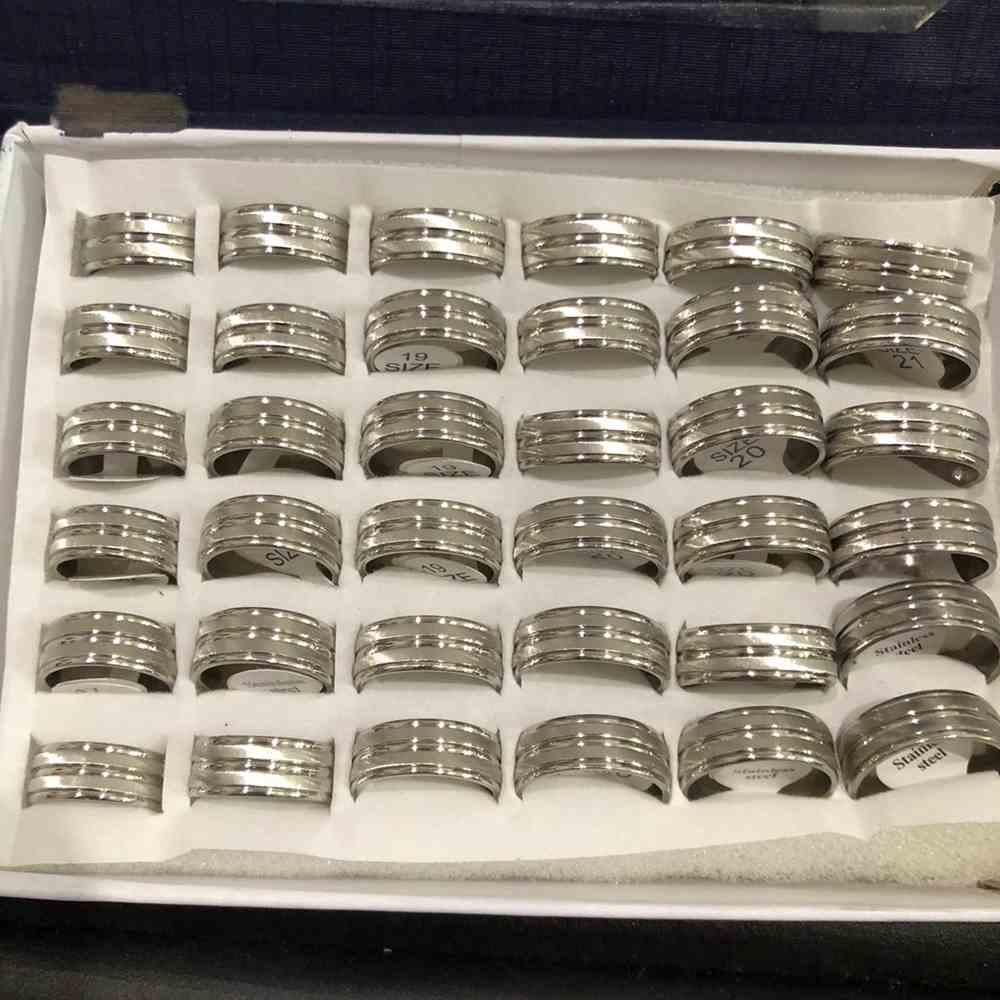 Anel alianças 8mm prata escovada com friso no meio aço inoxidável 316L caixa com 36 unidades alianças atacado