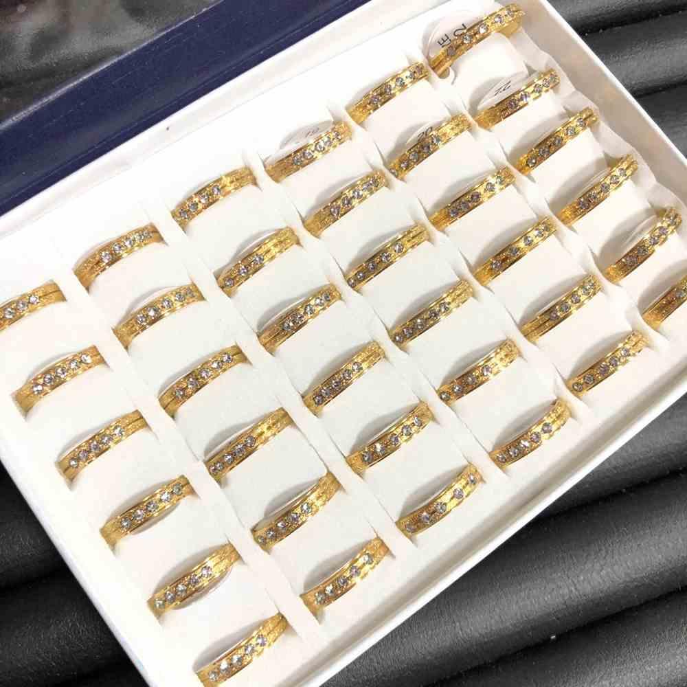 Anel alianças quadrada 4mm jateada dourada com pedrinhas aço inoxidável 316L caixa com 36 unidades alianças atacado