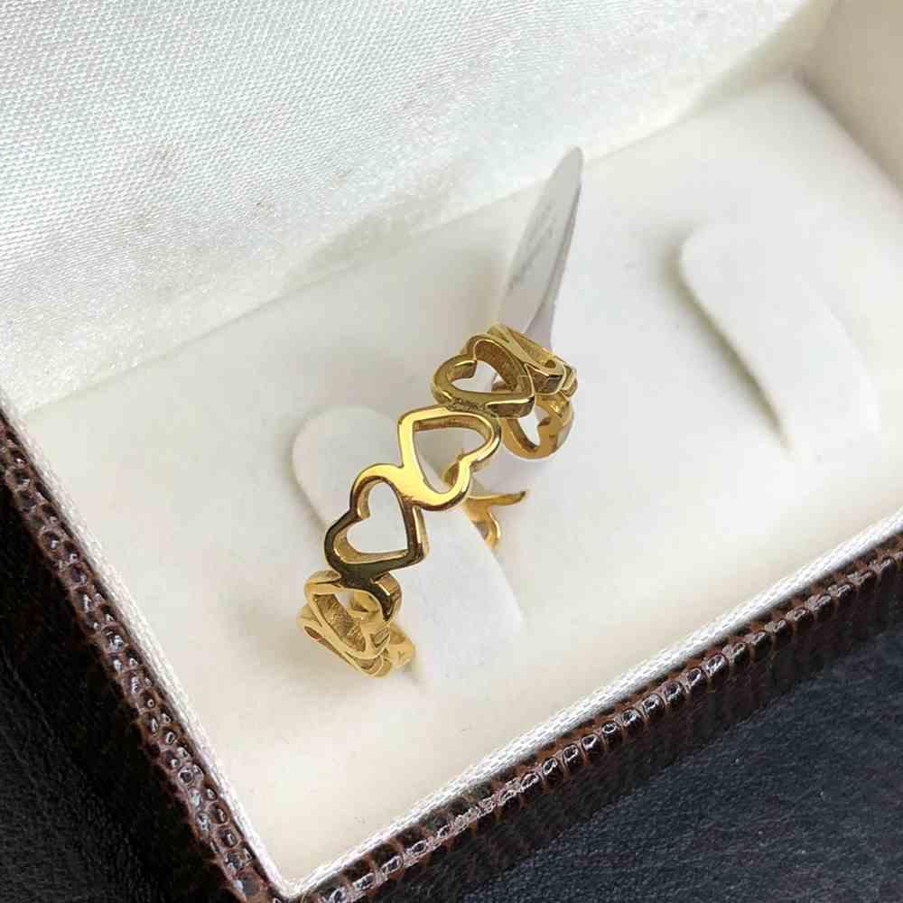 anel com corações vazado feminino dourado aço inoxidável