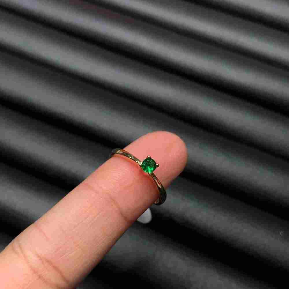 Anel de bijuteria dourado solitário feminino fininho pedra verde esmeralda