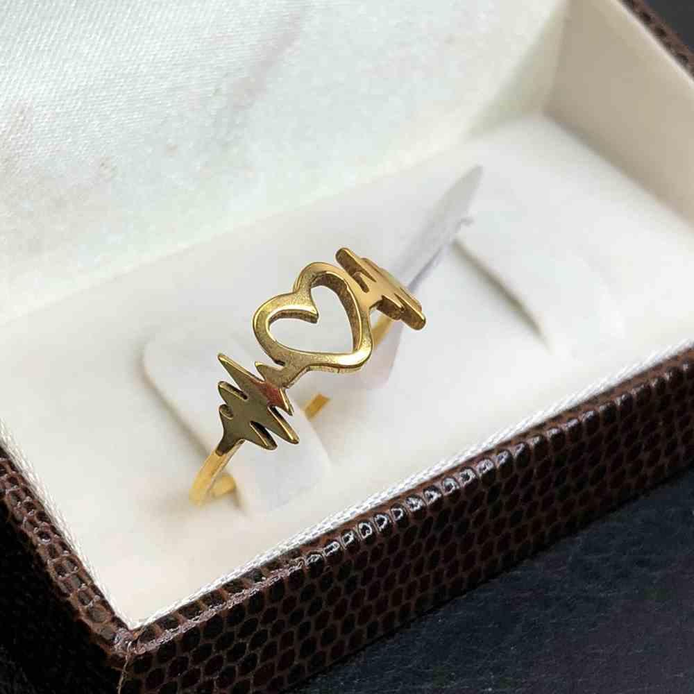Anel de coração vazado com batimento cardíacos dourado em aço inoxidável
