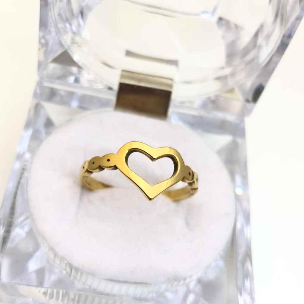 Anel feminino de coração vazado banhado dourado em aço inoxidável