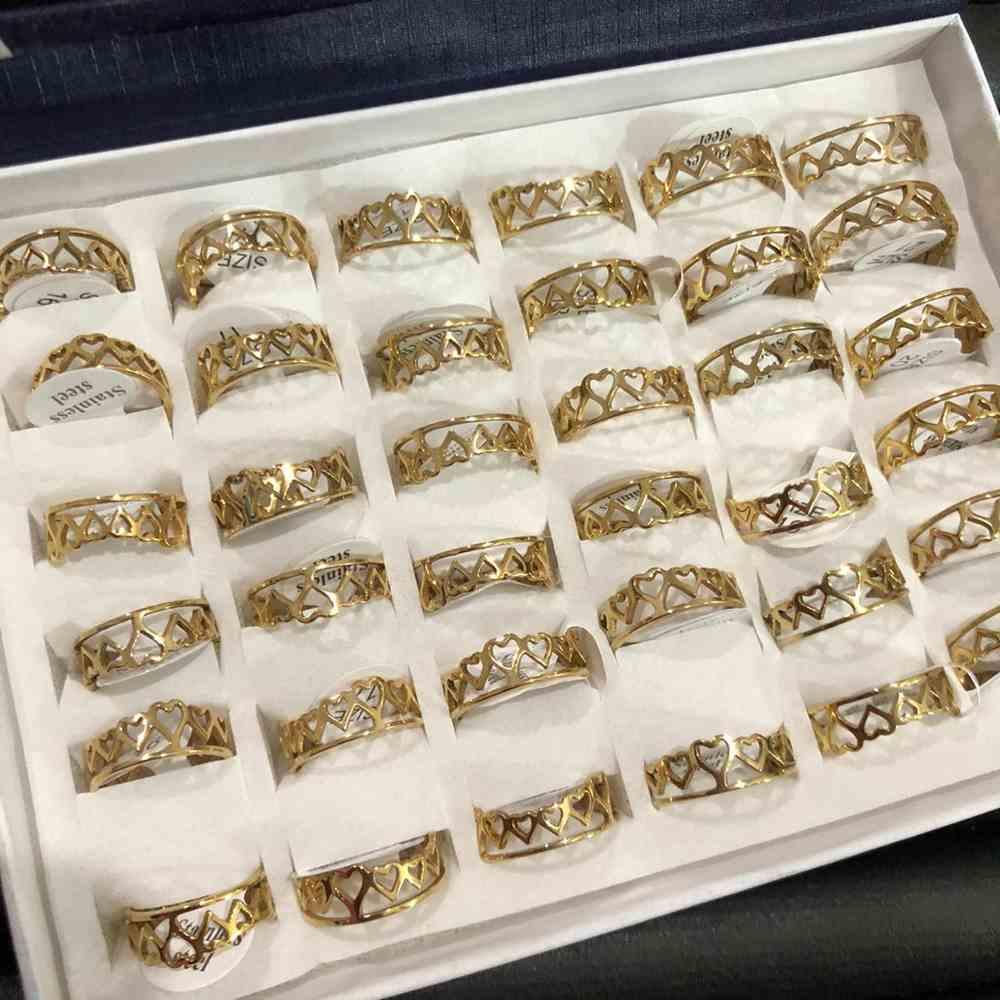 Anel feminino dourado coroa de corações vazado aço inoxidável 316L caixa com 36 unidades