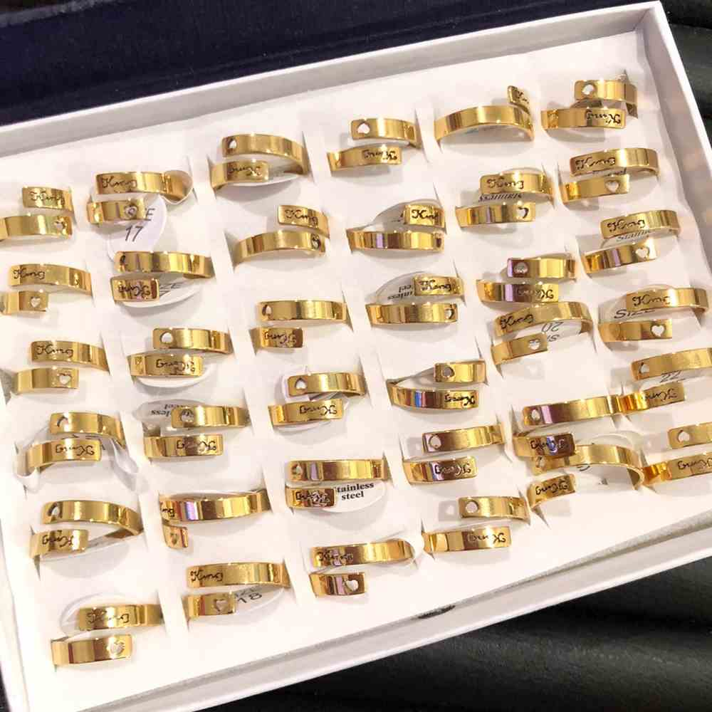 Anel feminino dourado fio duplo king (rei) com coração vazado aço inoxidável 316L caixa com 36 unidades