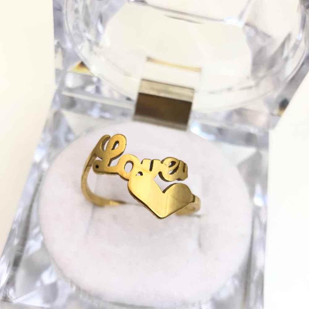 Anel feminino Love com coração banhado dourado em aço inoxidável