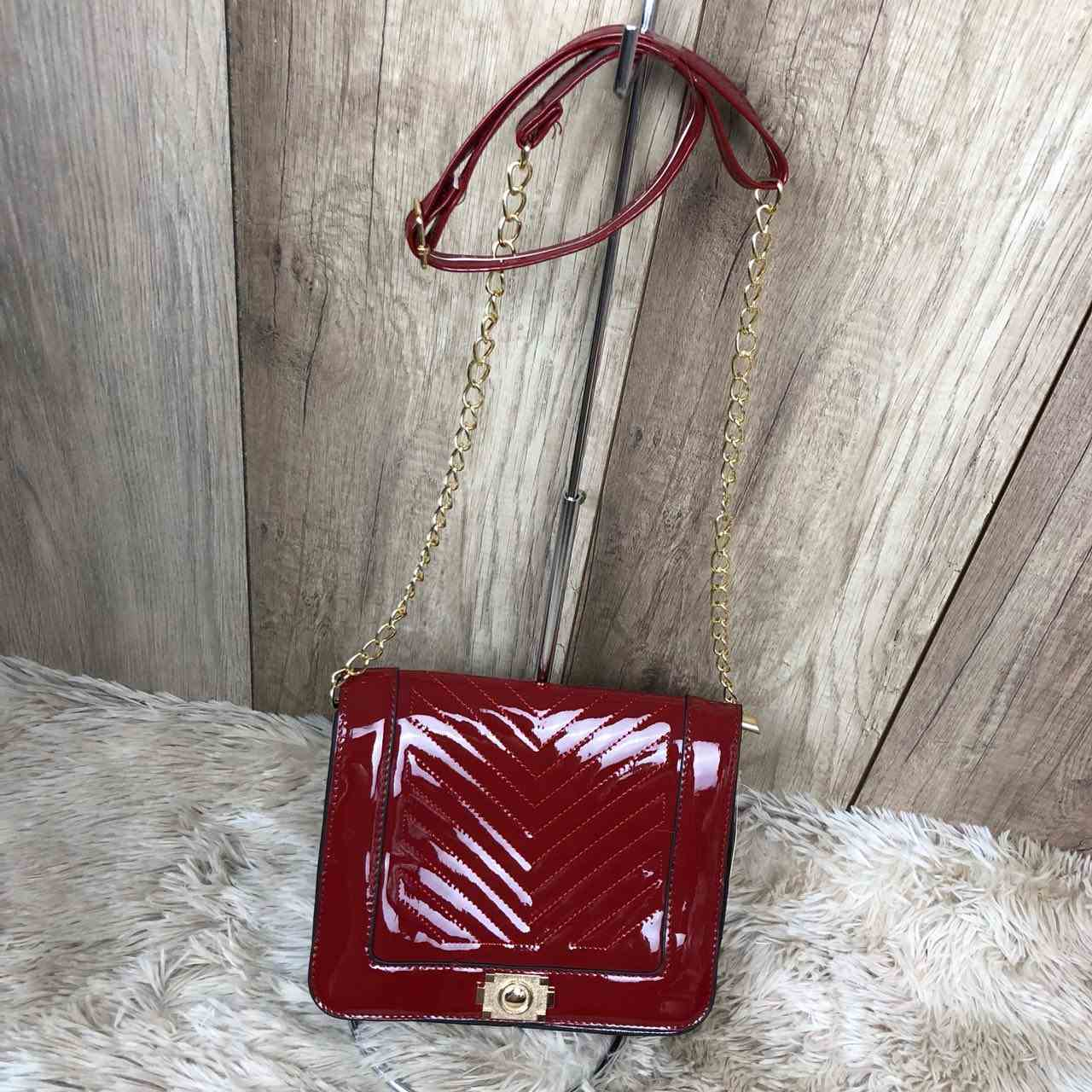 fe2ec4d76 Bolsa Feminina Pequena Vermelha Envernizada Alça Com Corrente Ajustável