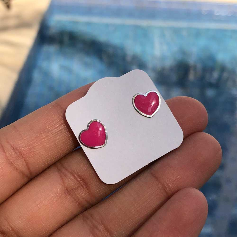 Brinco de aço infantil coração esmaltado rosa antialérgico