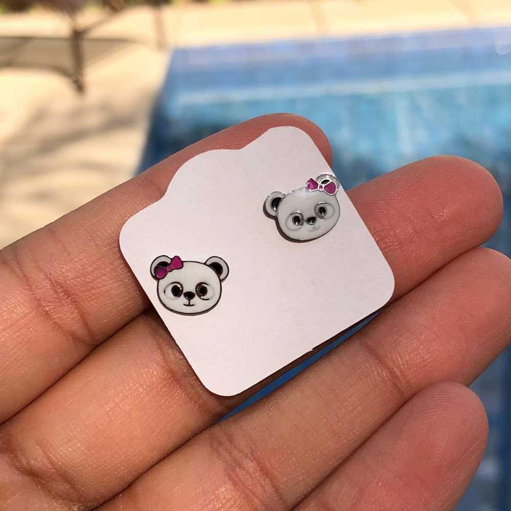 Brinco de aço infantil ursinho panda esmaltado antialérgico