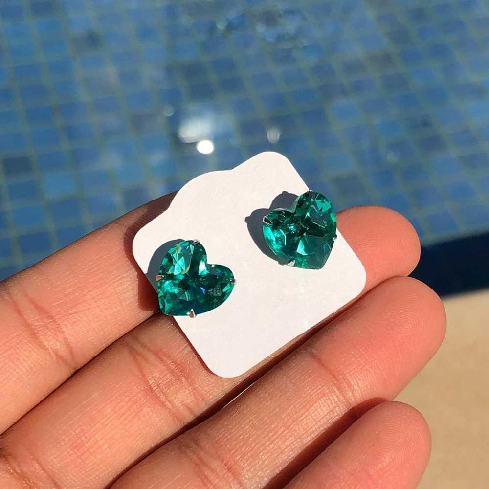 Brinco de aço inoxidável pedra de coração verde água