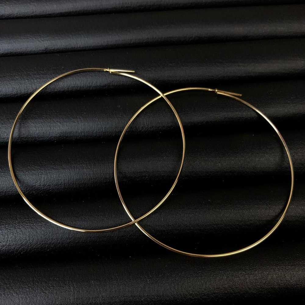 Brinco de argola folheada fina dourada fecho diferenciado - 8cm