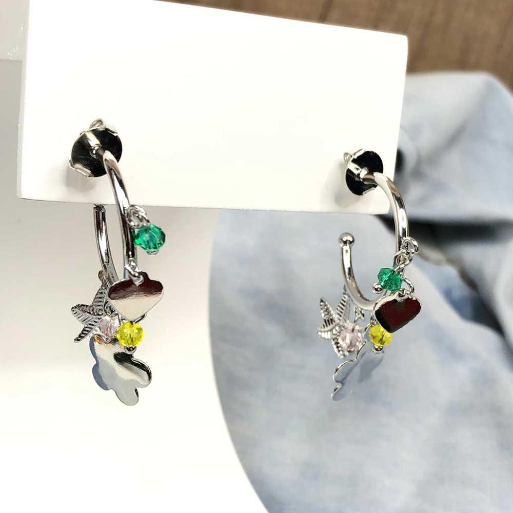 Brinco de argola prata com pêndulos estrela, flor e miçanguinhas colorful