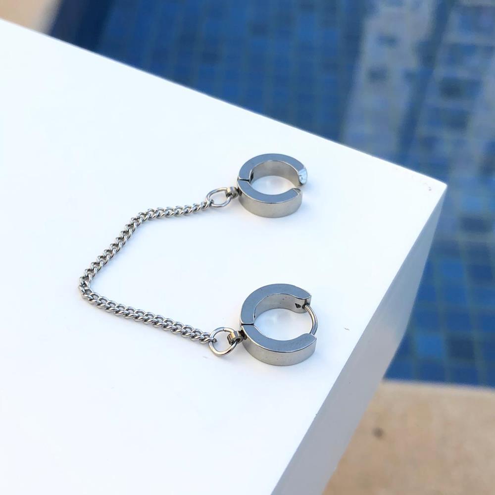 Brinco de argolinha articulada dupla com corrente prata fecho click aço inoxidável