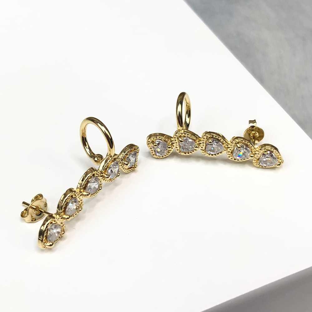 Brinco ear cuff dourado com argolinha pedrarias coração em zircônia semijoia