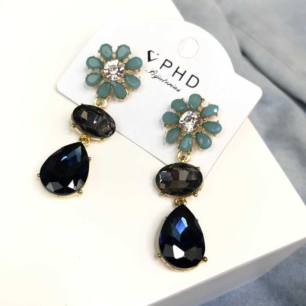 Brinco estilo festa pedrarias oval, gotinha esmeralda e azul marinho